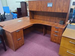 6' X 6' L Desk w/ 2 File Pedestals and Hutch